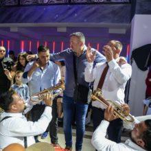 Trubači Balkanika sviraju trubačku muziku
